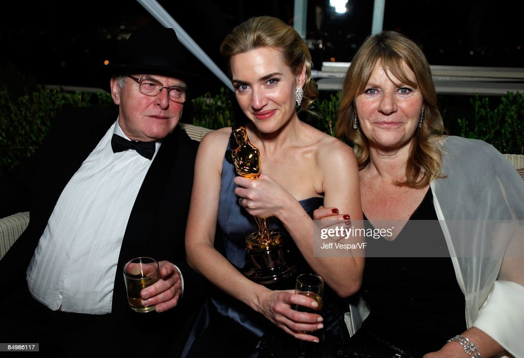 <a gi-track='captionPersonalityLinkClicked' href=/galleries/search?phrase=Kate+Winslet&family=editorial&specificpeople=201923 ng-click='$event.stopPropagation()'>Kate Winslet</a> with her father Roger Winslet and mother Sally Bridges-Winslet attend the 2009 Vanity Fair Oscar party hosted by Graydon Carter at the Sunset Tower Hotel on February 22, 2009 in West Hollywood, California.