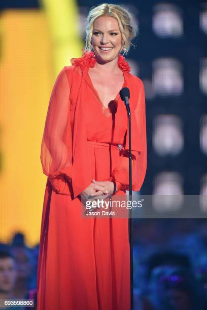 Katherine Heigl presents an award onstage at the 2017 CMT Music Awards at the Music City Center on June 7 2017 in Nashville Tennessee