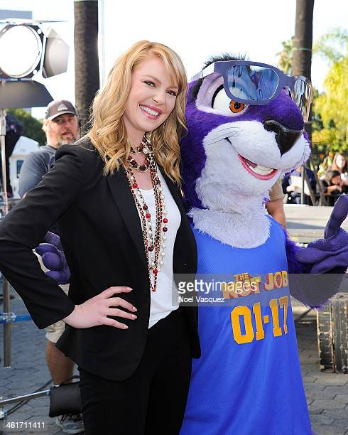 Katherine Heigl visits 'Extra' at Universal Studios Hollywood on January 10 2014 in Universal City California