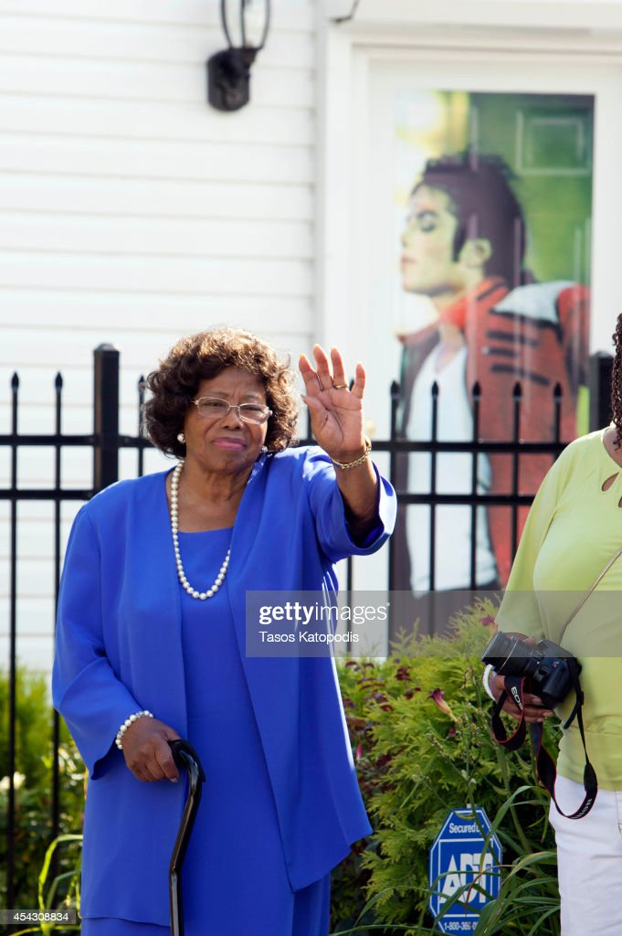 <a gi-track='captionPersonalityLinkClicked' href=/galleries/search?phrase=Katherine+Jackson&family=editorial&specificpeople=201779 ng-click='$event.stopPropagation()'>Katherine Jackson</a> attends The Michael Jackson Tribute Festival of the Arts at 2300 Jackson Street, the boyhood home of Michael Jackson, on August 28, 2014 in Gary, Indiana.