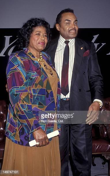 Katherine Jackson Jermaine Jackson Joe Jackson Rebbie Jackson and Tito Jackson attend the press conference for 'The Jackson Family Honors' on August...