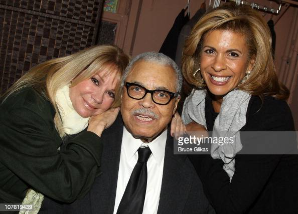 Kathie Lee Gifford James Earl Jones and Hoda Kotb pose backstage at 'Driving Miss Daisy' on Broadway at The John Golden Theatre on December 15 2010...