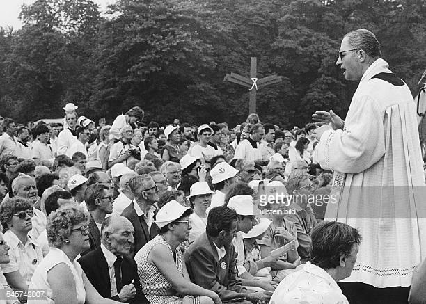 Katholikentreffen 1987 in DresdenFestgottesdienst mit Kardinal JoachimMeisner