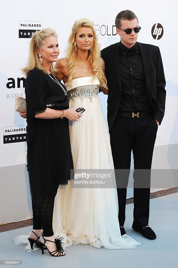 (From L) US Kathy Hilton, Paris Hilton a