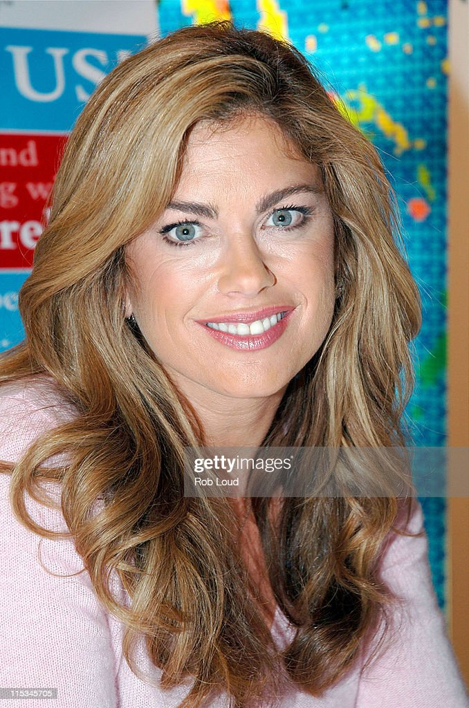 "Kathy Ireland Launches National ""Family Reading Night"" Campaign in New York"
