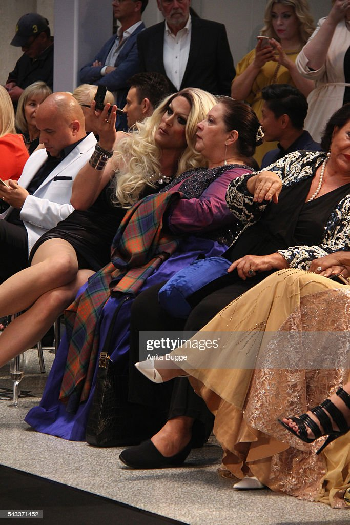 Kathy Kelly (C) attends the fashion staging of the fairy tale 'Die zertanzten Schuhe' by Harald Gloeoeckler at Hotel de Rome on June 27, 2016 in Berlin, Germany.