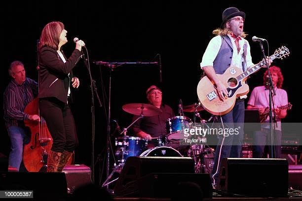 Kathy Mattea and Big Kenny Alphin performs during the Music Saves Mountains benefit concert at the Ryman Auditorium on May 19 2010 in Nashville...