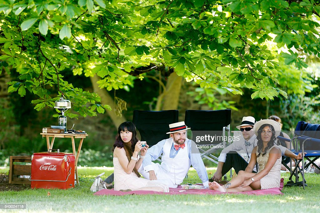 Katie Acuesa, Ryan King, Kyle Hirlehey and Arti Sharma enjoy a picnic on the grounds. Gatsby Garden Party is a revival event at the Spadina Museum based on Scott Fitzgeralds novel The Great Gatsby with music, food and drinks from the roaring 1920s. Over the soft, sweet tones of cool jazz, guests participate in a costume contest, or play a game of croquet.June 25, 2016.