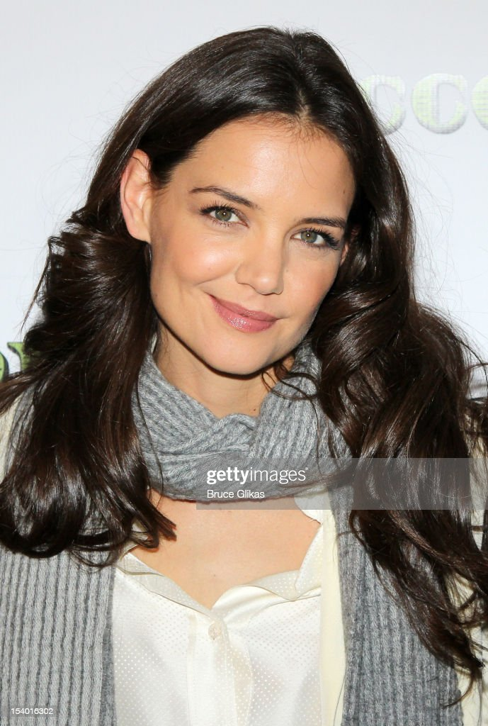 <a gi-track='captionPersonalityLinkClicked' href=/galleries/search?phrase=Katie+Holmes&family=editorial&specificpeople=201598 ng-click='$event.stopPropagation()'>Katie Holmes</a> attends the 'Dead Accounts' Broadway cast photocall at Sardi's on October 12, 2012 in New York City.