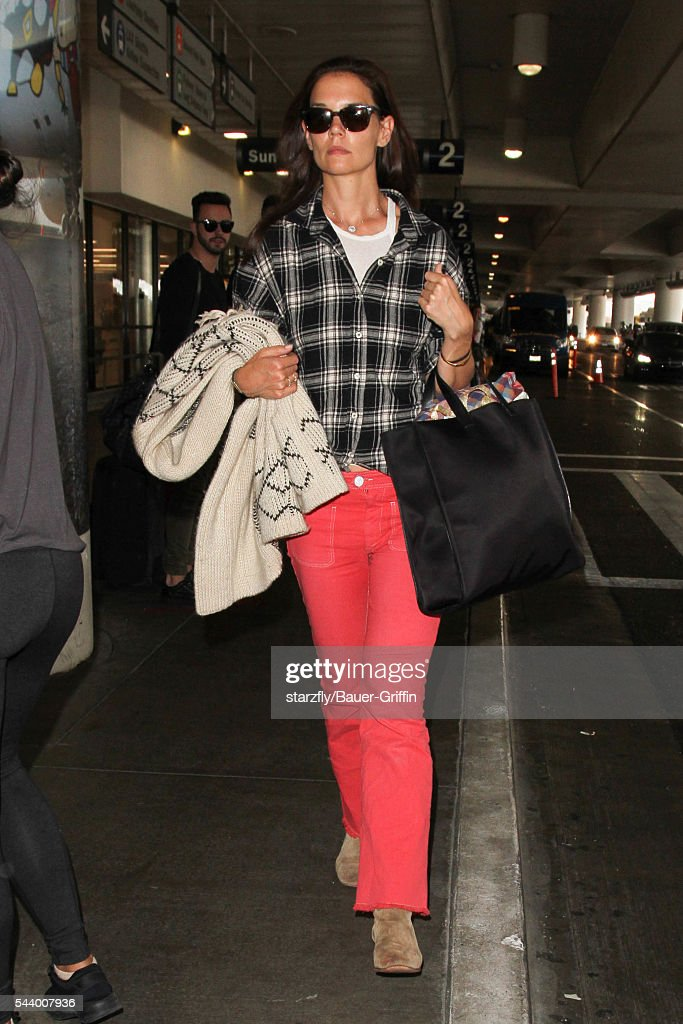 <a gi-track='captionPersonalityLinkClicked' href=/galleries/search?phrase=Katie+Holmes&family=editorial&specificpeople=201598 ng-click='$event.stopPropagation()'>Katie Holmes</a> is seen at LAX on June 30, 2016 in Los Angeles, California.