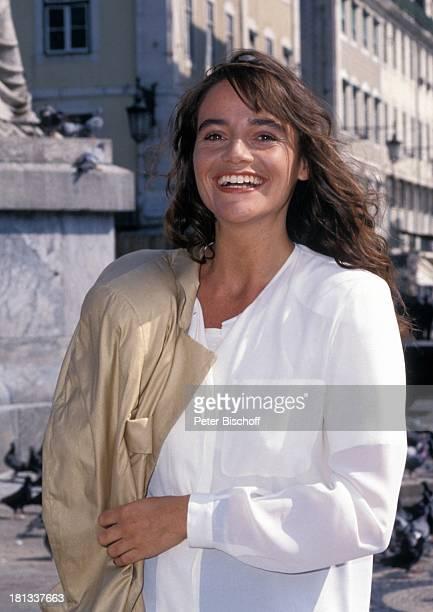 Katja Bienert neben den Dreharbeiten zur PRO 7 Serie 'Glückliche Reise' Folge 14 'Portugal' Episode 2 'Lissabon sehen und sterben' Lissabon Portugal...