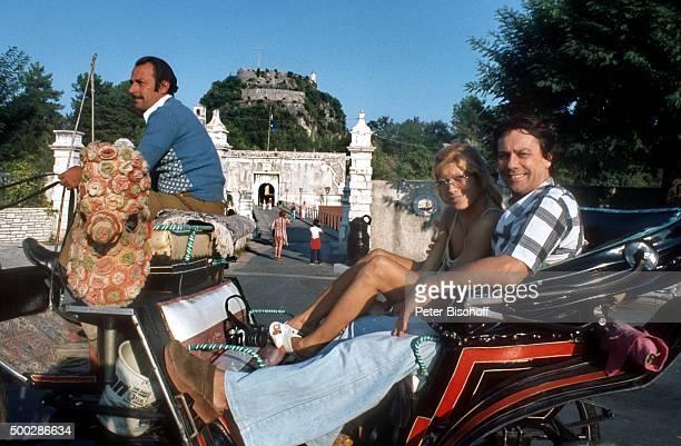 'Katja Ebstein Ehemann Klaus Überall LandAusflug während MittelmeerKreuzfahrt mit MS ''Europa'' am auf Insel Korfu Griechenland '