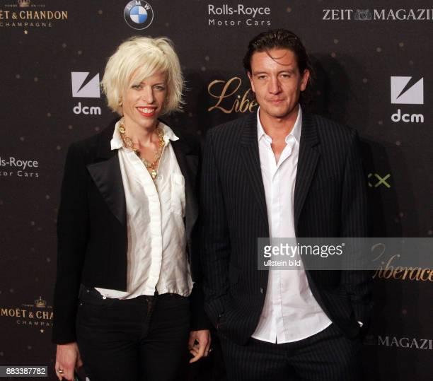 Katja Eichinger und Freund Anthony James aufgenommen bei der Filmpremiere von 'Liberace' im Admiralspalast in Berlin