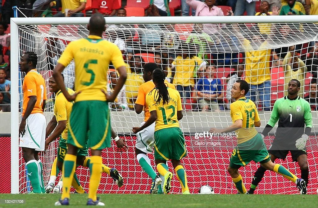 <a gi-track='captionPersonalityLinkClicked' href=/galleries/search?phrase=Katlego+Mphela&family=editorial&specificpeople=4501352 ng-click='$event.stopPropagation()'>Katlego Mphela</a> of South Africa scores goal during the Nelson Mandela Challenge match between South Africa and Ivory Coast at Nelson Mandela Bay Stadium on November 12, 2011 in Port Elizabeth, South Africa.