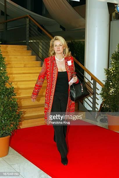 Katrin Aust Bei Der Ankunft Zur Verleihung Des Deutschen Medienpreis 2003 In Baden Baden Am 210104