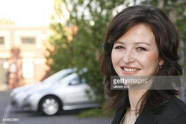 Katrin Bauerfeind Journalistin Moderatorin D Moderatorin des Internetfernsehens 'Ehrensenf'