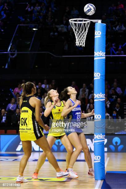 Katrina Grant of the Pulse and Bailey Mes of the Mystics guard the net during the New Zealand Premiership match between the Pulse and the Mystics TSB...