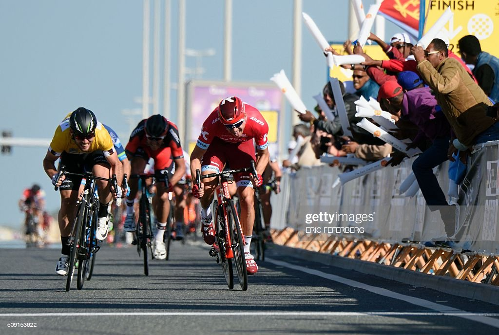 Katusha team leader Norvegian Alexander Kristoff (R) and Dimension Data Britain's Mark Cavendish team leader sprint on the finish line of the second stage of the 2016 Tour of Qatar, a 135 kilometres circuit starting and finishing at the Qatar University, on February 9, 2016. Kristoff won the stage, while Mark Cavendish keeps the gold jersey. / AFP / Eric FEFERBERG