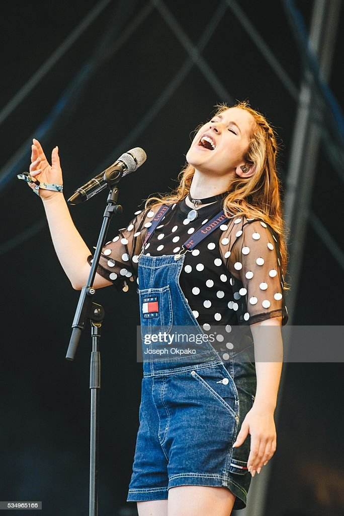 <a gi-track='captionPersonalityLinkClicked' href=/galleries/search?phrase=Katy+B&family=editorial&specificpeople=7179411 ng-click='$event.stopPropagation()'>Katy B</a> performs on Day 1 of Common people festival Oxford on May 28, 2016 in Oxford, England.