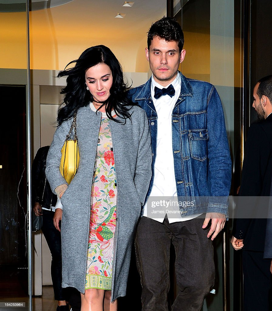 <a gi-track='captionPersonalityLinkClicked' href=/galleries/search?phrase=Katy+Perry&family=editorial&specificpeople=599558 ng-click='$event.stopPropagation()'>Katy Perry</a> and <a gi-track='captionPersonalityLinkClicked' href=/galleries/search?phrase=John+Mayer&family=editorial&specificpeople=201930 ng-click='$event.stopPropagation()'>John Mayer</a> seen on the streets of Manhattan on October 16, 2012 in New York City.