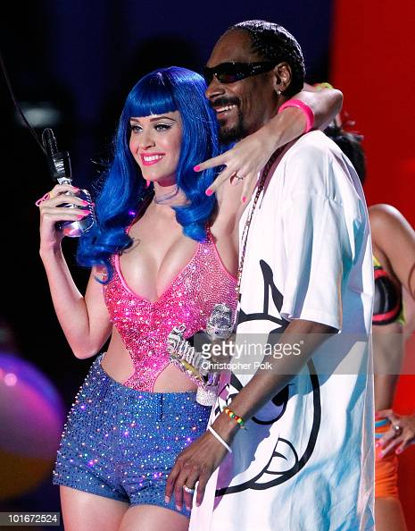Katy Perry and Snoop Dogg perform onstage at the 2010 MTV Movie Awards held at the Gibson Amphitheatre at Universal Studios on June 6 2010 in...