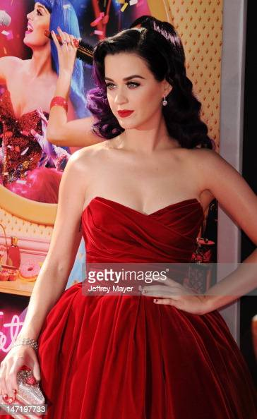 Katy Perry arrives at 'Katy Perry Part Of Me' premiere at Grauman's Chinese Theatre on June 26 2012 in Hollywood California The premiere also...