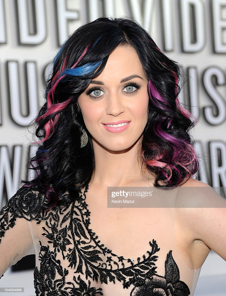 Katy Perry arrives at the 2010 MTV Video Music Awards held at Nokia Theatre L.A. Live on September 12, 2010 in Los Angeles, California.