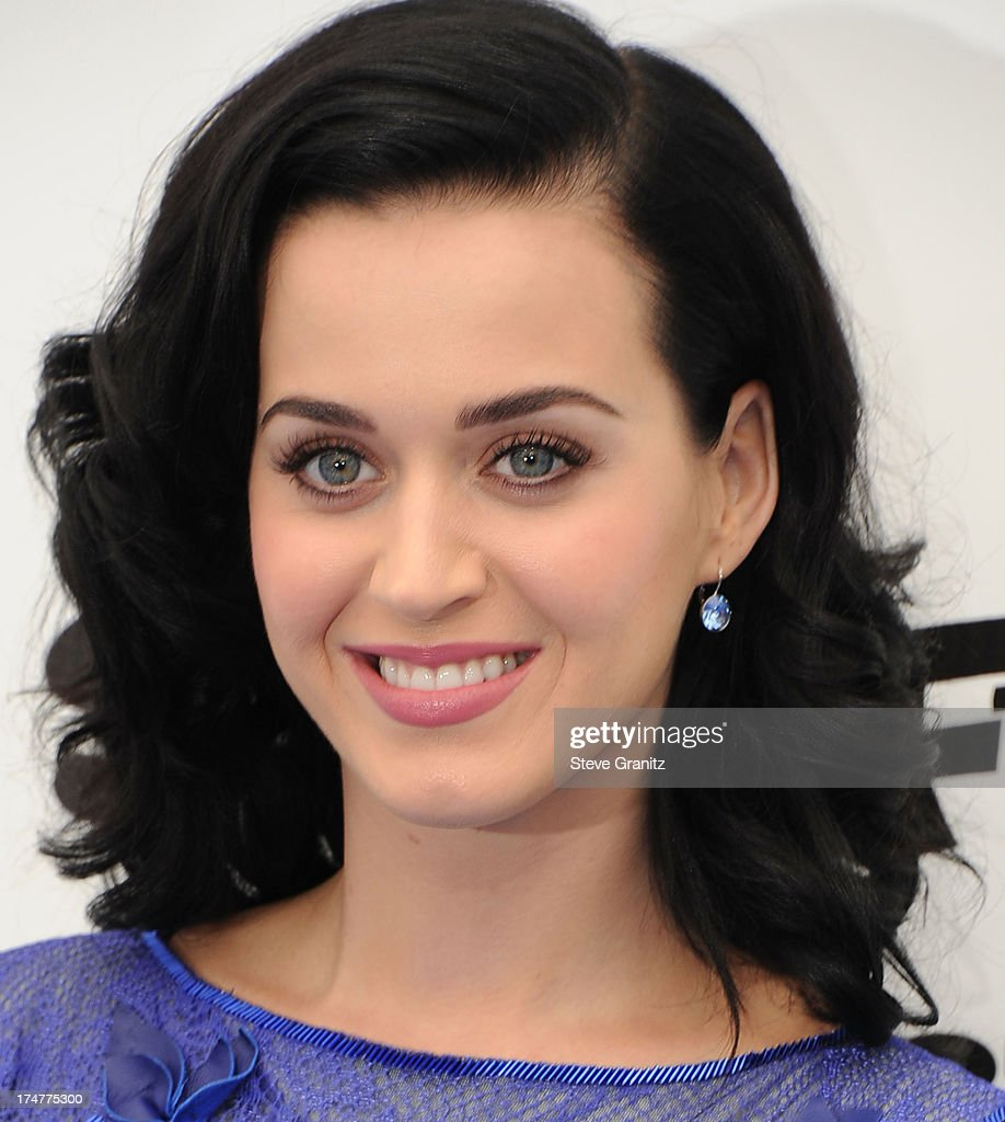 <a gi-track='captionPersonalityLinkClicked' href=/galleries/search?phrase=Katy+Perry&family=editorial&specificpeople=599558 ng-click='$event.stopPropagation()'>Katy Perry</a> arrives at the 'Smurfs 2' - Los Angeles Premiere at Regency Village Theatre on July 28, 2013 in Westwood, California.