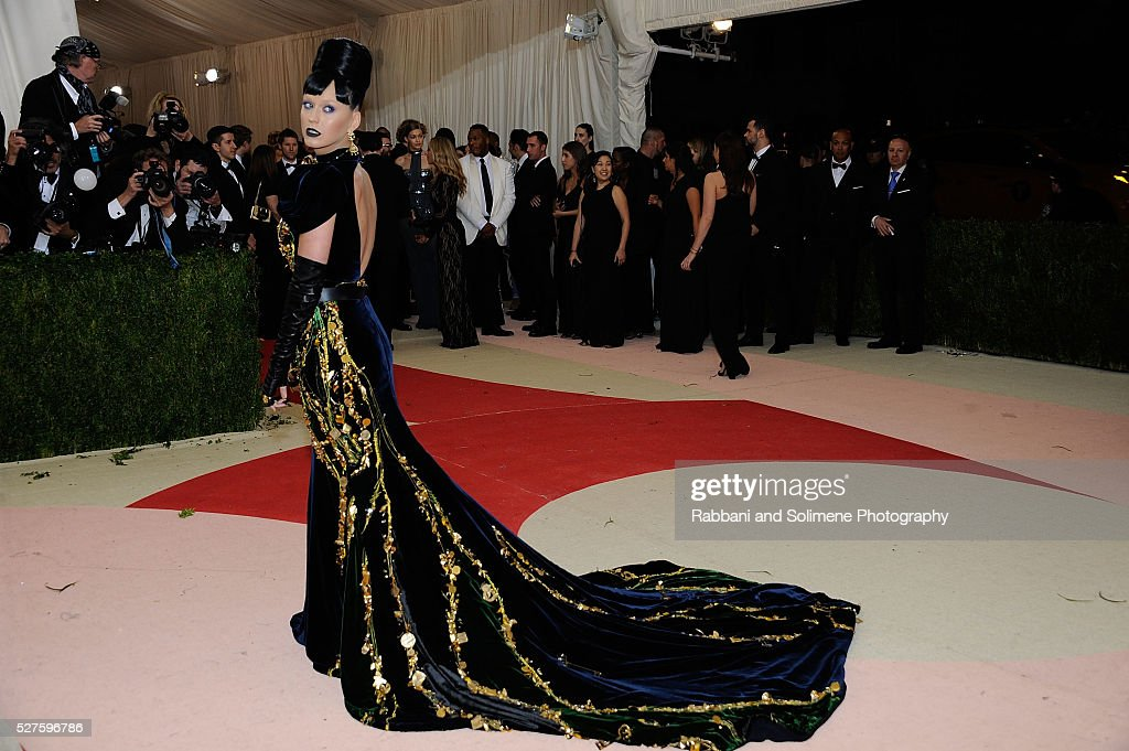 Katy Perry attends 'Manus x Machina: Fashion In An Age Of Technology' Costume Institute Gala at Metropolitan Museum of Art on May 2, 2016 in New York City.