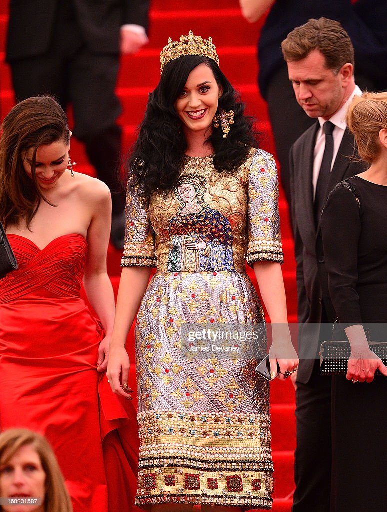 <a gi-track='captionPersonalityLinkClicked' href=/galleries/search?phrase=Katy+Perry&family=editorial&specificpeople=599558 ng-click='$event.stopPropagation()'>Katy Perry</a> departs the Costume Institute Gala for the 'PUNK: Chaos to Couture' exhibition at the Metropolitan Museum of Art on May 6, 2013 in New York City.