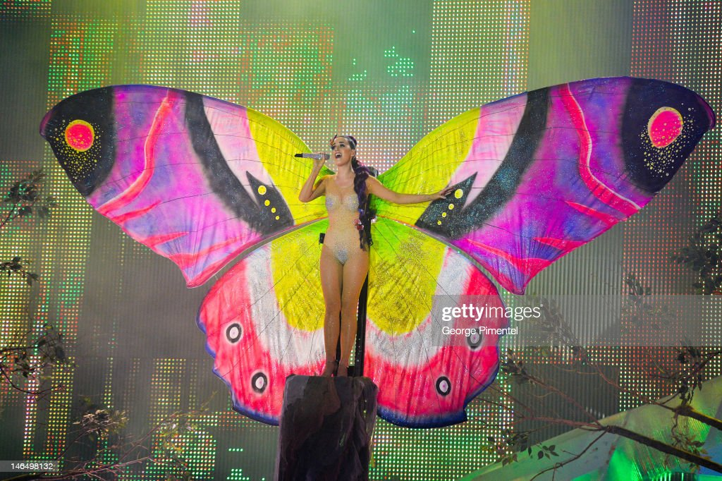 <a gi-track='captionPersonalityLinkClicked' href=/galleries/search?phrase=Katy+Perry&family=editorial&specificpeople=599558 ng-click='$event.stopPropagation()'>Katy Perry</a> perfoms at the 2012 MuchMusic Video Awards at MuchMusic HQ on June 17, 2012 in Toronto, Canada.