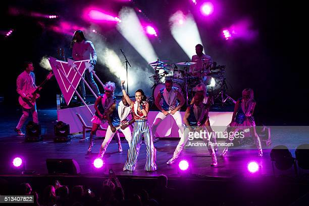 Katy Perry performs during a fundraiser for Democratic presidential candidate Hillary Clinton at Radio City Music Hall on March 2 2016 in New York...
