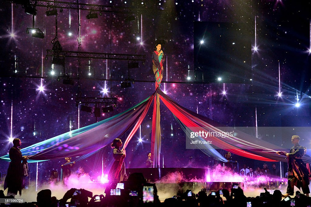 <a gi-track='captionPersonalityLinkClicked' href=/galleries/search?phrase=Katy+Perry&family=editorial&specificpeople=599558 ng-click='$event.stopPropagation()'>Katy Perry</a> performs onstage during the MTV EMA's 2013 at the Ziggo Dome on November 10, 2013 in Amsterdam, Netherlands.
