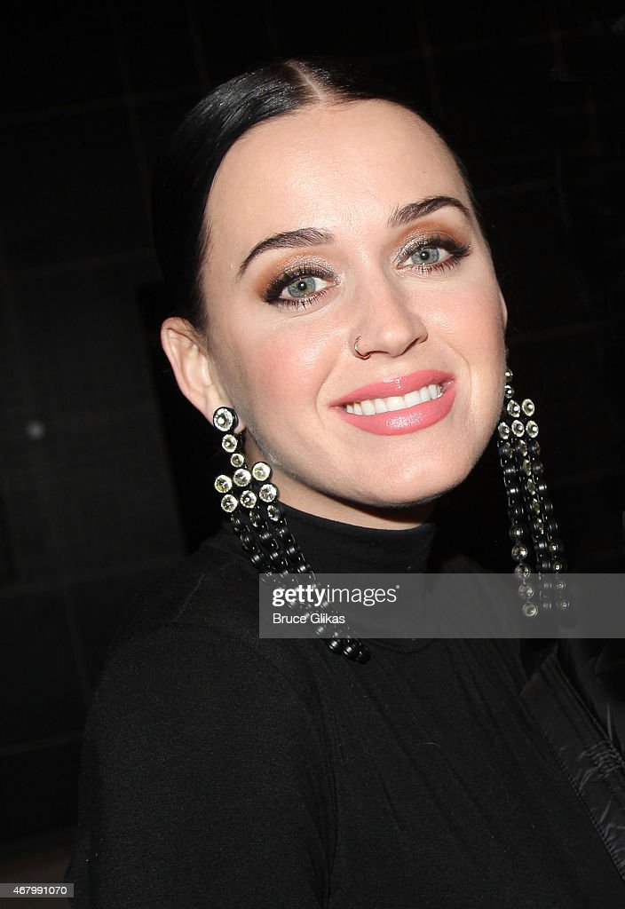 Katy Perry poses backstage at play 'The Curious Incident of the Dog in the NightTime' on Broadway at The Barrymore Theater on March 28 2015 in New...