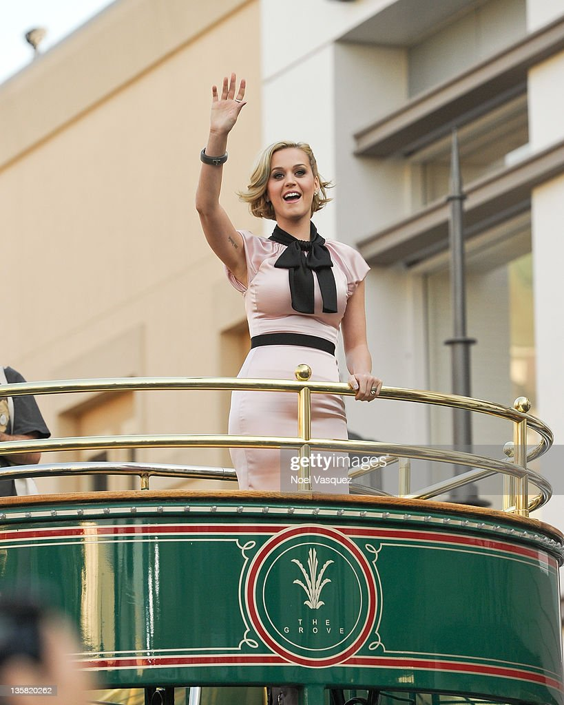 <a gi-track='captionPersonalityLinkClicked' href=/galleries/search?phrase=Katy+Perry&family=editorial&specificpeople=599558 ng-click='$event.stopPropagation()'>Katy Perry</a> visits Extra at The Grove on December 14, 2011 in Los Angeles, California.
