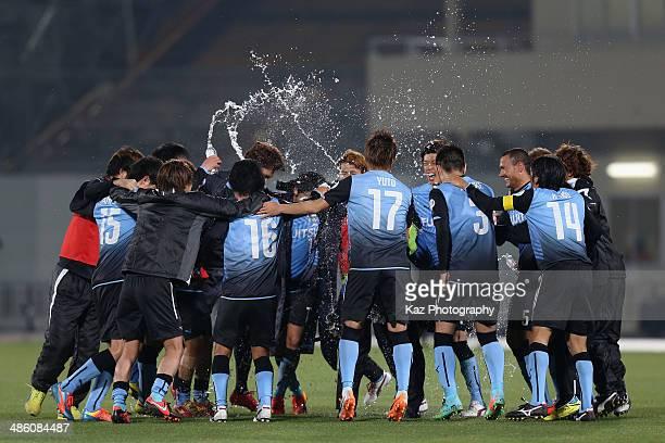 Kawasaki Frontale players celebrate the win after the AFC Champions League Group H match between Kawasaki Frontale and Ulsan Hyundai at Todoroki...