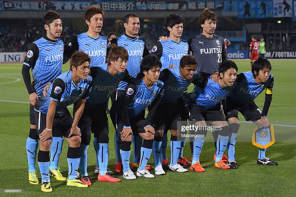 Kawasaki Frontale players line up for the team photos prior to the AFC Champions League Round of 16 match between Kawasaki Frontale and FC Seoul at Todoroki Stadium on May 7, 2014 in Kawasaki, Kanagawa, Japan.