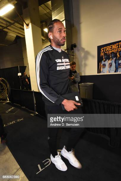 Kawhi Leonard of the San Antonio Spurs arrives before the game against the Golden State Warriors in Game One of the Western Conference Finals of the...