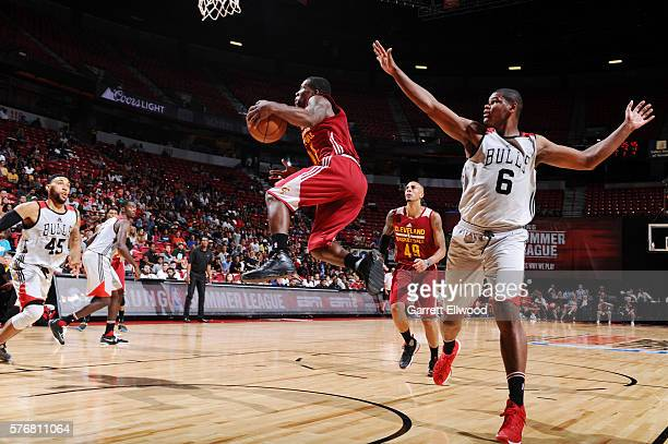 Kay Felder of the Cleveland Cavaliers shoots the ball against the Chicago Bulls during the 2016 NBA Las Vegas Summer League game on July 17 2016 at...