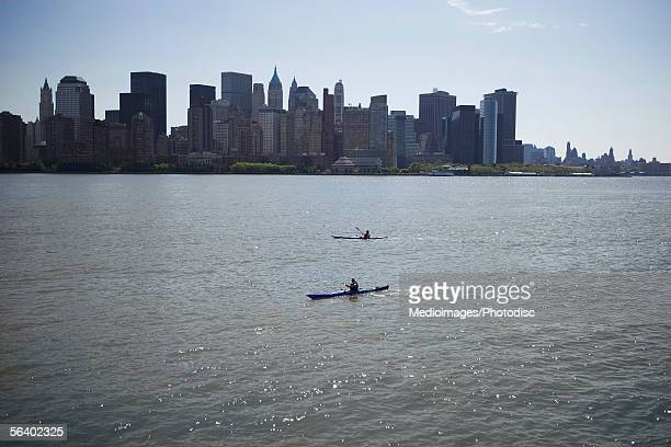 Kayakers on the Hudson River in front of New York City skyline, USA