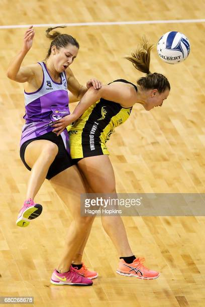 Kayla Cullen of the Stars collides with Claire Kersten of the Pulse during the New Zealand Premiership match between the Pulse and the Stars at TSB...