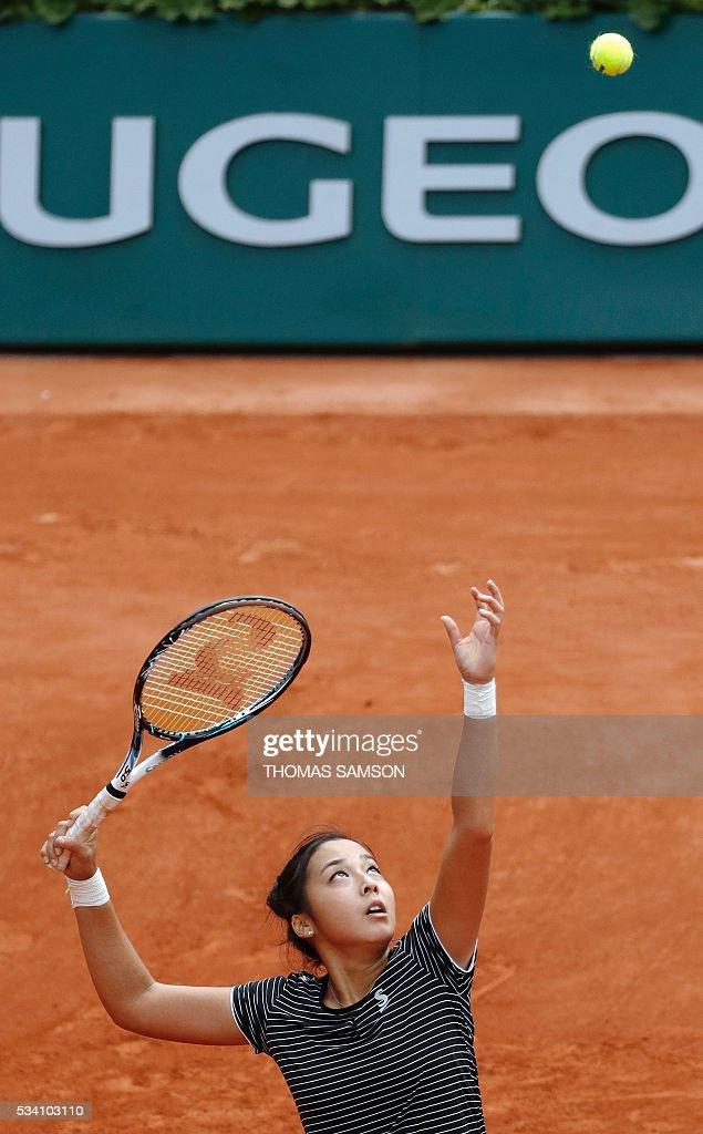 Kazakhstan's Zarina Diyas serves the ball to Romania's Simona Halep during their women's second round match at the Roland Garros 2016 French Tennis Open in Paris on May 25, 2016. / AFP / Thomas SAMSON