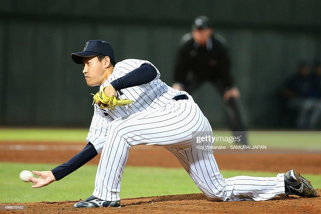 <a gi-track='captionPersonalityLinkClicked' href=/galleries/search?phrase=Kazuhisa+Makita&family=editorial&specificpeople=10508674 ng-click='$event.stopPropagation()'>Kazuhisa Makita</a> #35 of Japan throws in the top of the seventh inning during the WBSC Premier 12 match between Mexico and Japan at the Tianmu Baseball Stadium on November 11, 2015 in Taipei, Taiwan.