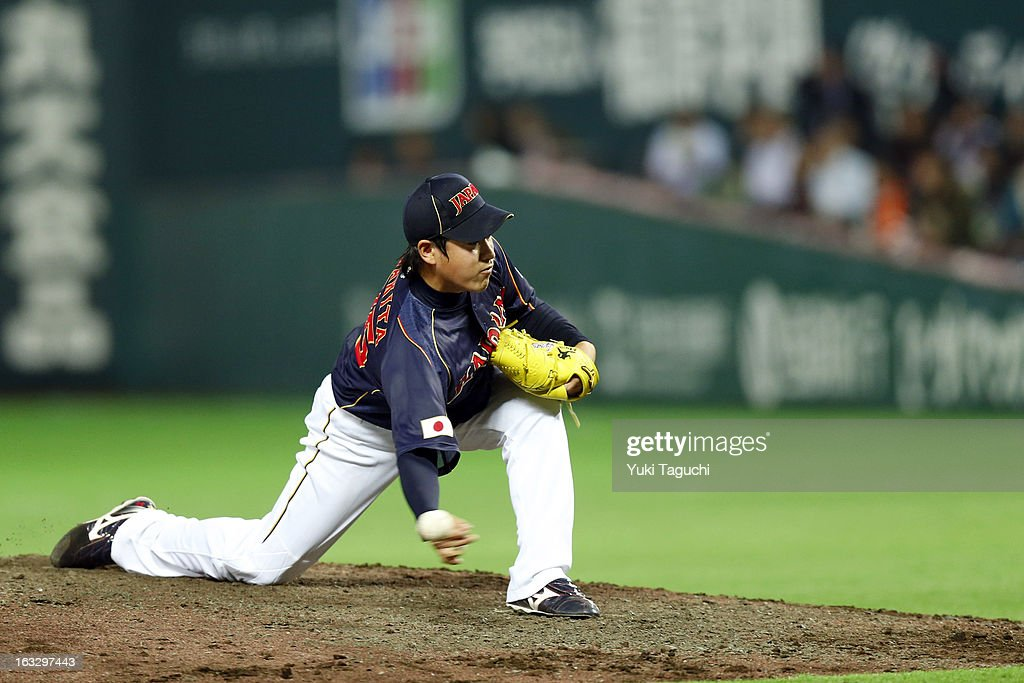 <a gi-track='captionPersonalityLinkClicked' href=/galleries/search?phrase=Kazuhisa+Makita&family=editorial&specificpeople=10508674 ng-click='$event.stopPropagation()'>Kazuhisa Makita</a> #35 of Team Japan pitches during the 2013 World Baseball Classic exhibition game against the Yomiuri Giants at the Fukuoka Yahoo! Japan Dome on February 28, 2013 in Fukuoka, Japan.