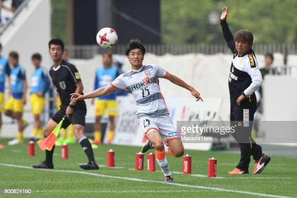 Kazuki Arinaga of AC Nagano Parceiro in action during the JLeague J3 match between Giravanz Kitakyushu and AC Nagano Parceiro at Mikuni World Stadium...