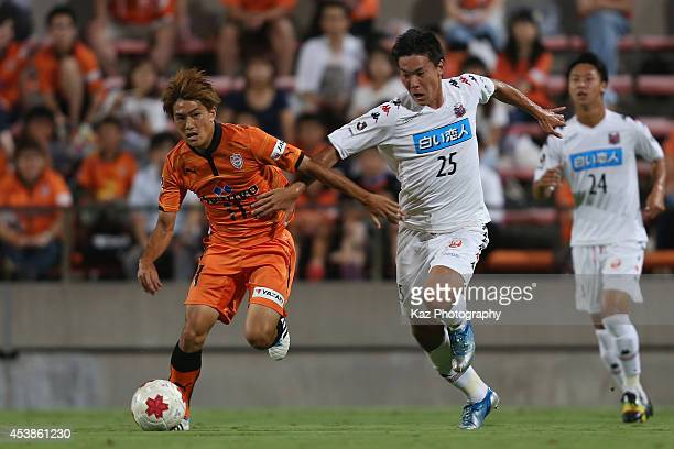 Kazuki Kushibiki of Consadole Sapporo and Toshiyuki Takagi of Shimizu SPulse compete for the ball during the Emperor's Cup third round match between...