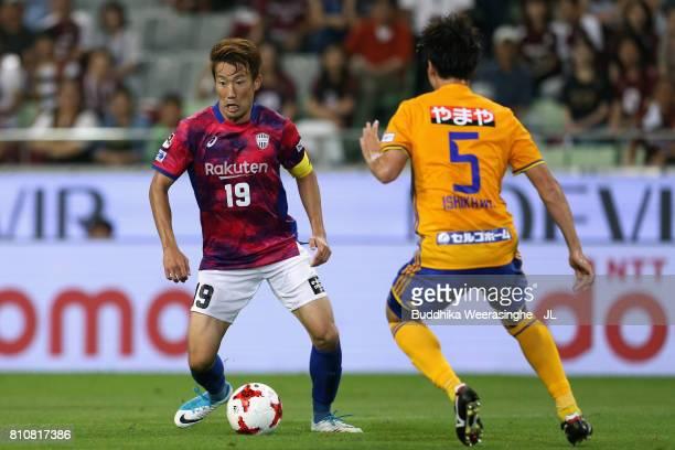 Kazuma Watanabe of Vissel Kobe takes on Naoki Ishikawa of Vegalta Sendai during the JLeague J1 match between Vissel Kobe and Vegalta Sendai at Noevir...
