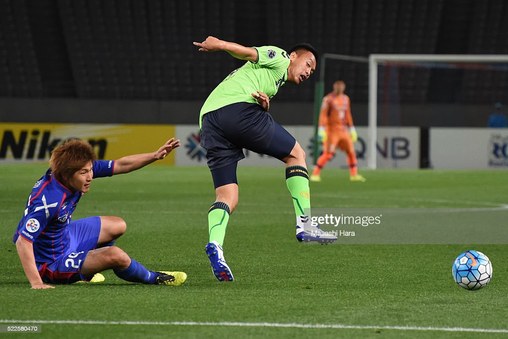 Kazunori Yoshimoto #29 of FC Tokyo and Kim Shin Wook #99 of Jeonbuk Hyundai Motors compete for the ball during the AFC Champions League Group E match between FC Tokyo and Jeonbuk Hyundai Motors at the Tokyo Stadium on April 20, 2016 in Tokyo, Japan.