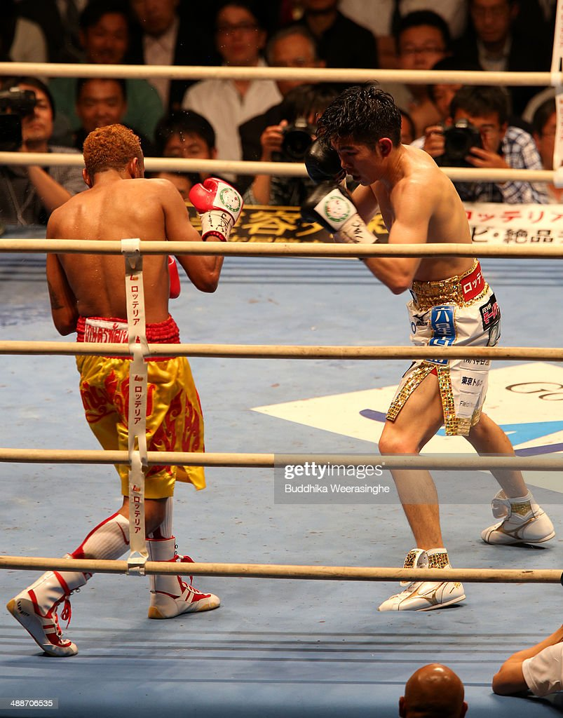 <a gi-track='captionPersonalityLinkClicked' href=/galleries/search?phrase=Kazuto+Ioka&family=editorial&specificpeople=7488576 ng-click='$event.stopPropagation()'>Kazuto Ioka</a> (R) of Japan exchanges punches with <a gi-track='captionPersonalityLinkClicked' href=/galleries/search?phrase=Amnat+Ruenroeng&family=editorial&specificpeople=4607245 ng-click='$event.stopPropagation()'>Amnat Ruenroeng</a> of Thailand during the IBF minimumweight title bout between <a gi-track='captionPersonalityLinkClicked' href=/galleries/search?phrase=Kazuto+Ioka&family=editorial&specificpeople=7488576 ng-click='$event.stopPropagation()'>Kazuto Ioka</a> of Japan and <a gi-track='captionPersonalityLinkClicked' href=/galleries/search?phrase=Amnat+Ruenroeng&family=editorial&specificpeople=4607245 ng-click='$event.stopPropagation()'>Amnat Ruenroeng</a> of Thailand at the Bodymaker Colosseum on May 7, 2014 in Osaka, Japan.
