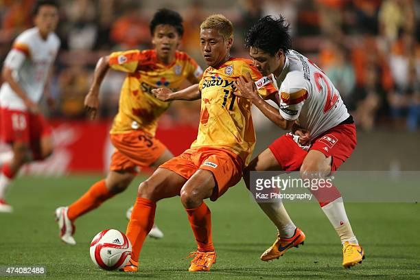 Kazuya Murata of Shimizu SPulse and Kazuki Sato of Nagoya Grampus compete for the ball during the JLeague Yamazaki Nabisco Cup match between Shimizu...
